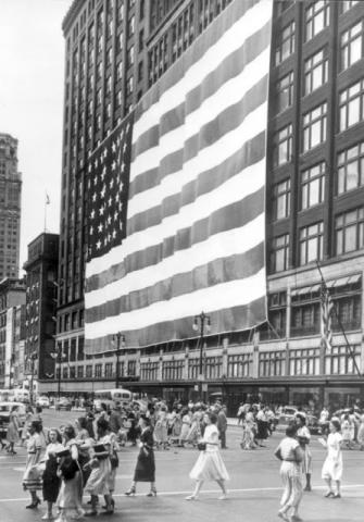 1976 : Hudson's Flagship Store Retires World's Largest Flag, Donating It to the Smithsonian